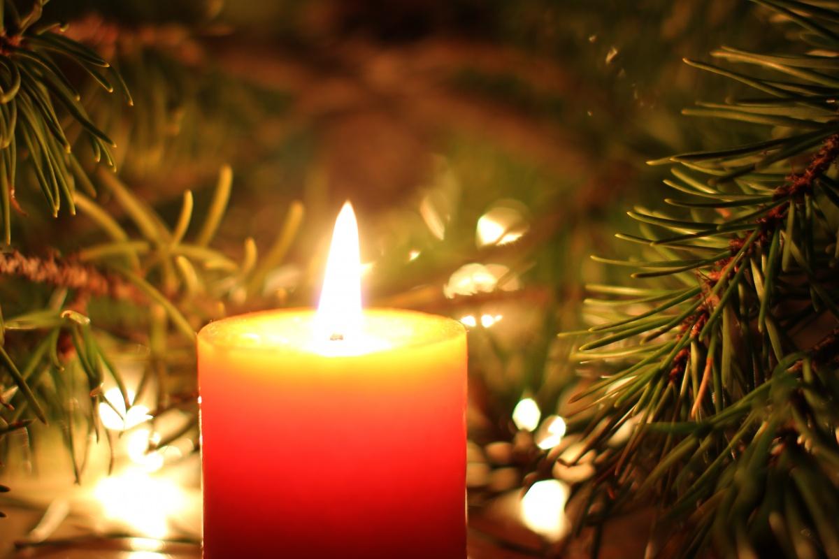 Tradizioni del natale nel mondo le decorazioni - Decorazioni natalizie con candele ...