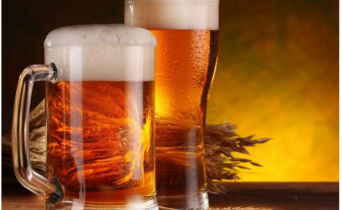 Birra: curiosità, benefici e proprietà della bionda e antichissima bevanda