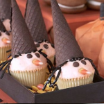 Cupcakes strega Halloween: i dolcetti di muffin, smarties e cioccolato per la festa più pazza dell'anno