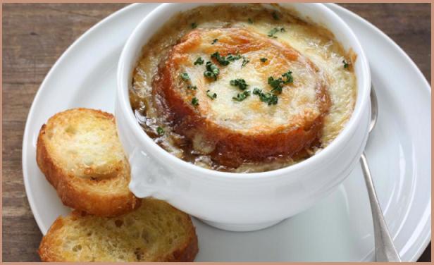zuppa di cipolle piatto tipico della cucina povera francese
