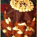 Pandoro farcito con crema e gocce di cioccolato