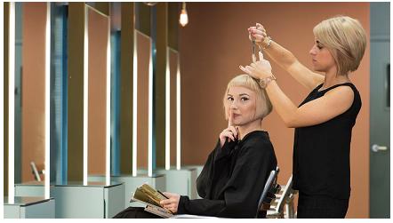 Sedia del silenzio per clienti poco loquaci: è la brillante idea di un salone inglese