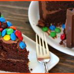 Torta Kit Kat con cioccolato e panna