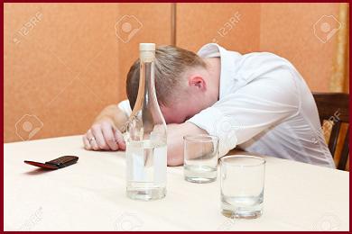 Si ubriaca fino a sembrare morto, si sveglia obitorio e torna a bere