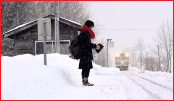 Russia, stazione aperta per una passeggera solitaria