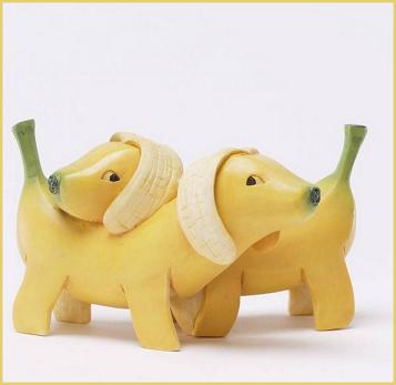 Ingoia una catenina d'oro, ladro costretto a mangiare banane
