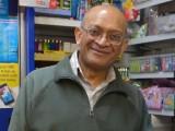 Natu Patel, il titolare dell'edicola dove è stato acquistato il biglietto