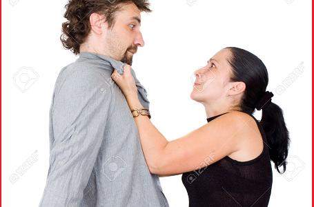 Casualmente si incontrano in villa di scambisti: scoppia rissa tra marito e moglie