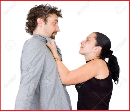 Strappa i testicoli al marito dopo un litigio