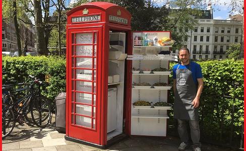 Londra. Una vecchia cabina telefonica diventa salad bar