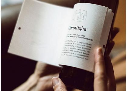 Librottiglia,  la bottiglia di vino col racconto sull'etichetta