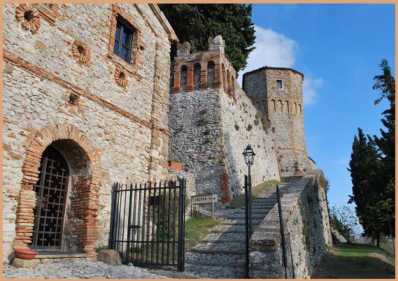 Vendesi castello del 1200 con fantasmi da sfrattare
