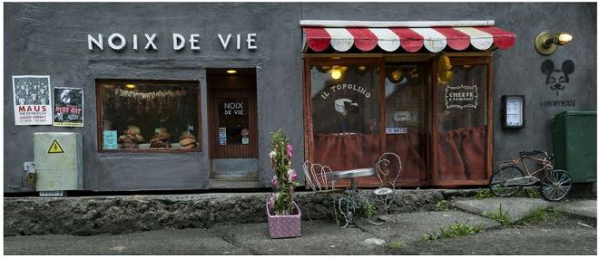 Ristorante e mini negozio per topi, opera di AnonyMouse