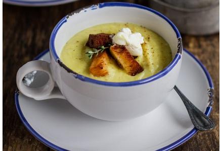 Zuppa No Glutin con pastinaca e mele: ricetta comfort food per eccellenza