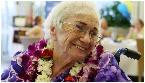 Laurea a 94 anni: Amy Craton, hawaiana, realizza il suo sogno