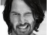 Keanu Reeves a zonzo sulla moto in centro Italia