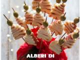 Alberi di pasta sfoglia, golosissimi spiedini salati per un Natale super sfizioso