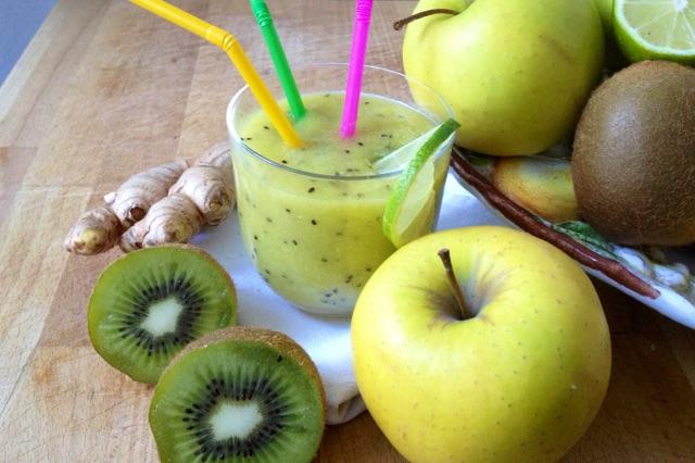 Frullato sgonfia pancia con kiwi e mela, naturale e facile da preparare