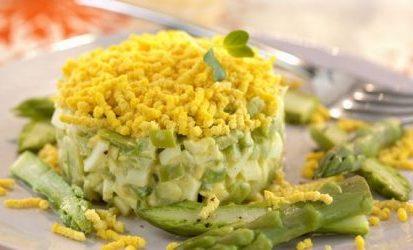 Tartare di asparagi, raffinato antipasto veloce da fare