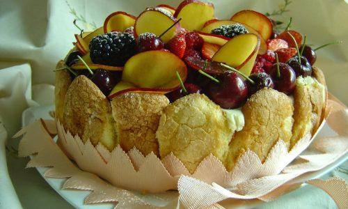 Charlotte alla frutta, delizioso dessert con crema pasticcera