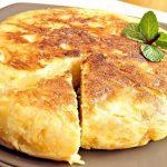 Frittata al forno con patate e cipolla, piatto unico  completo
