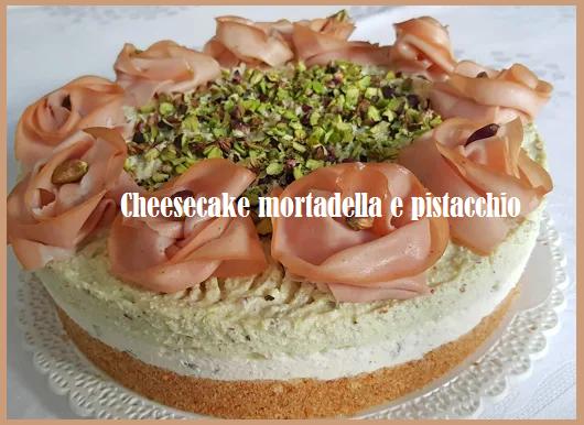 Cheesecake mortadella e pistacchio, coreografico piatto speciale