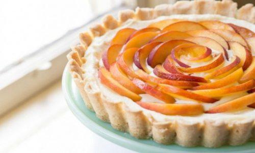 Torta fredda con albicocche, fresco dessert senza cottura