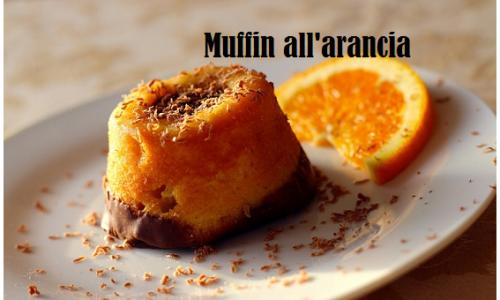 Deliziosi muffin all'arancia con base di cioccolato fondente