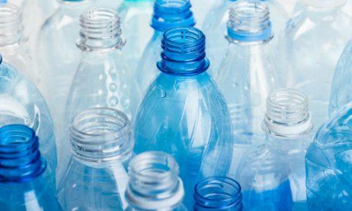 Riutilizzare bottiglie di plastica: ecco come farlo in sicurezza